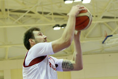 Атакующий защитник мужской сборной России по баскетболу Сергей Карасев
