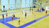 Игроки мужской сборной России по баскетболу во время тренировки