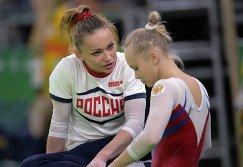 Спортсменки олимпийской сборной России по спортивной гимнастике Мария Пасека (слева) и Ангелина Мельникова