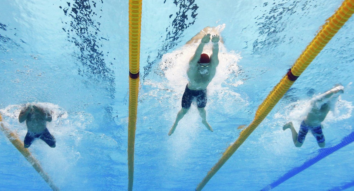 Полуфинальный заплыв на 100 метров брассом у мужчин на ОИ в Рио