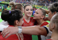 Спортсменки сборной России Седа Тутхалян, Дарья Спиридонова, Алия Мустафина и Мария Пасека (слева направо)