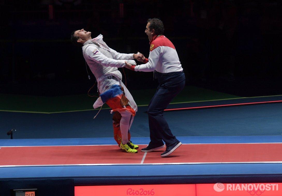Старший тренер сборной России по фехтованию на рапире Стефано Чериони (справа) и Тимур Сафин