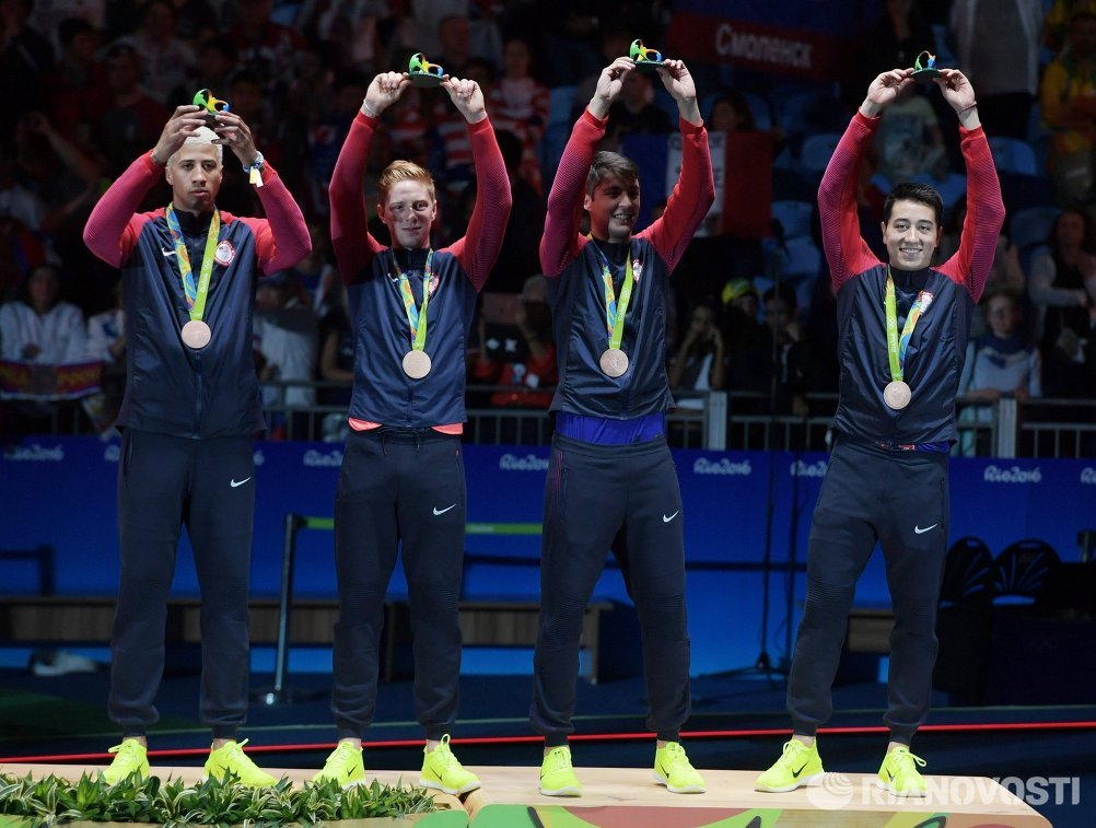 Рапиристы сборной США, завоевавшие бронзовые медали в командном первенстве по фехтованию