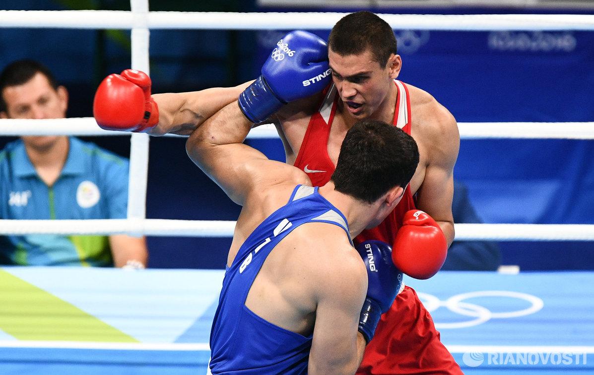Слева направо: Евгений Тищенко (Россия) и Рустам Тулаганов (Узбекистан)