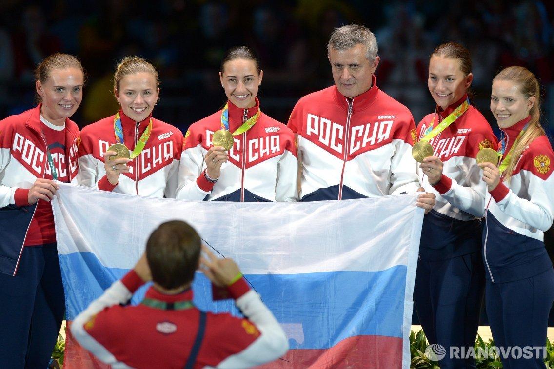 Саблистки сборной России после победы в финале Олимпийских игр в Рио