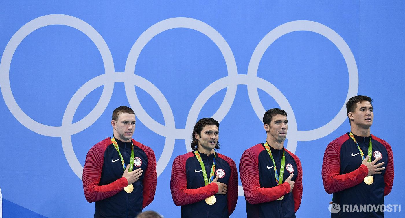 Мужская сборная США по плаванию. Слева направо: Райан Мерфи, Коди Миллер, Майкл Фелпс и Натан Эдриан