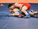 Роман Власов (вверху) и Марк Мадсен в финальном поединке Олимпады-2016 в Рио