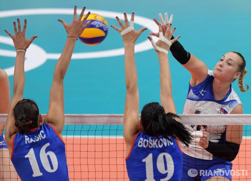 Доигровщица сборной России Ирина Воронкова и волейболистки сборной Сербии Тияна Бошкович и Милена Рашич (справа налево)