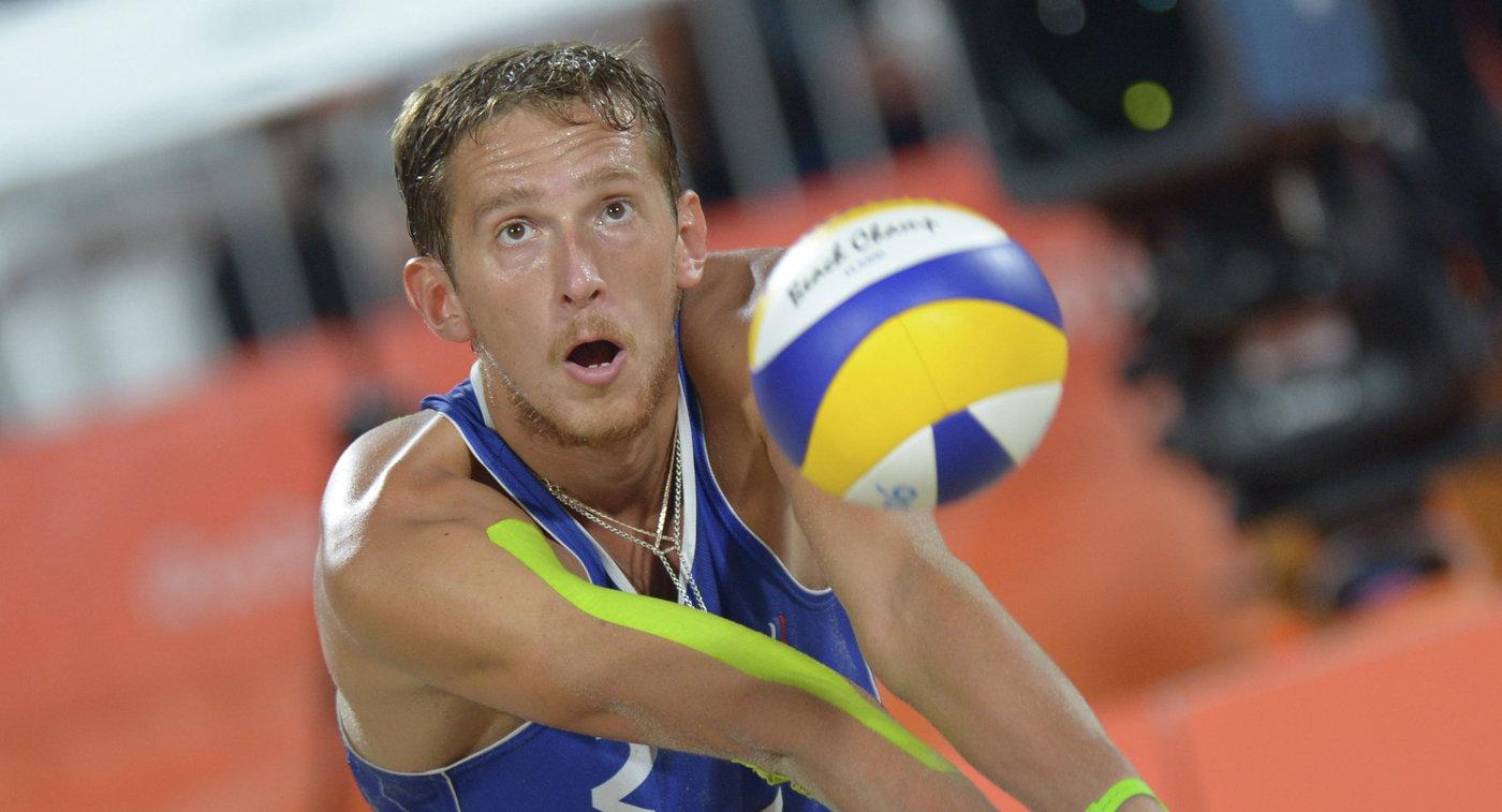 Лешуков и Семенов завершили борьбу на Мировом туре по пляжному волейболу в Москве