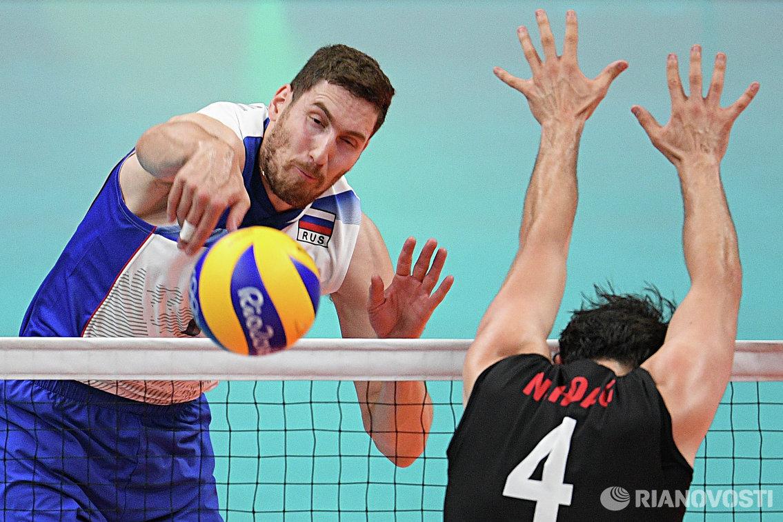 Волейболист сборной России Максим Михайлов (слева)