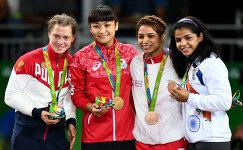 Валерия Коблова – серебряная медаль, Каори Итё – золотая медаль, Марва Амри, Сакши Малик – бронзовые медали (слева направо)