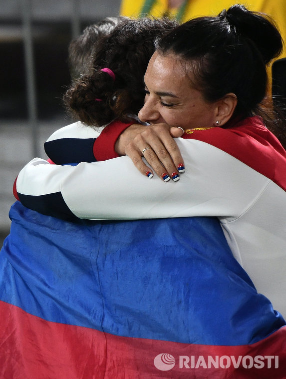 Наталья ВоробьеваНаталья Воробьева и Елена Исинбаева (справа)