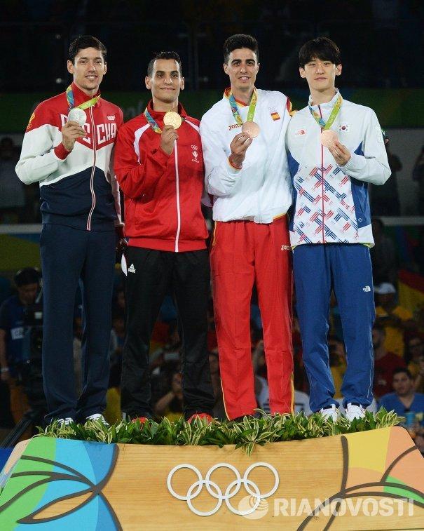 Призеры соревнований по тхэквондо среди мужчин в весовой категории до 68 кг