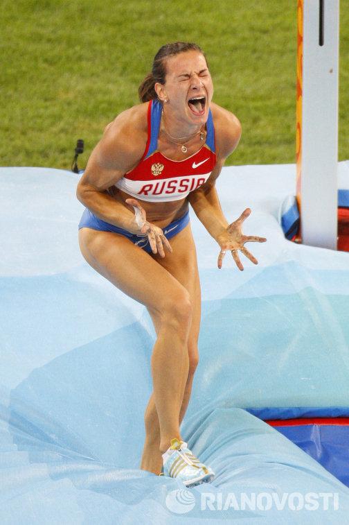 Прыгунья с шестом Е.Исинбаева стала двукратной олимпийской чемпионкой и установила новый мировой рекорд