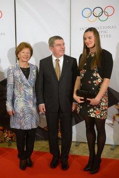 Мэр Олимпийской деревни в Сочи Елена Исинбаева, президент Международного олимпийского комитета Томас Бах и его жена Клаудия (справа налево)