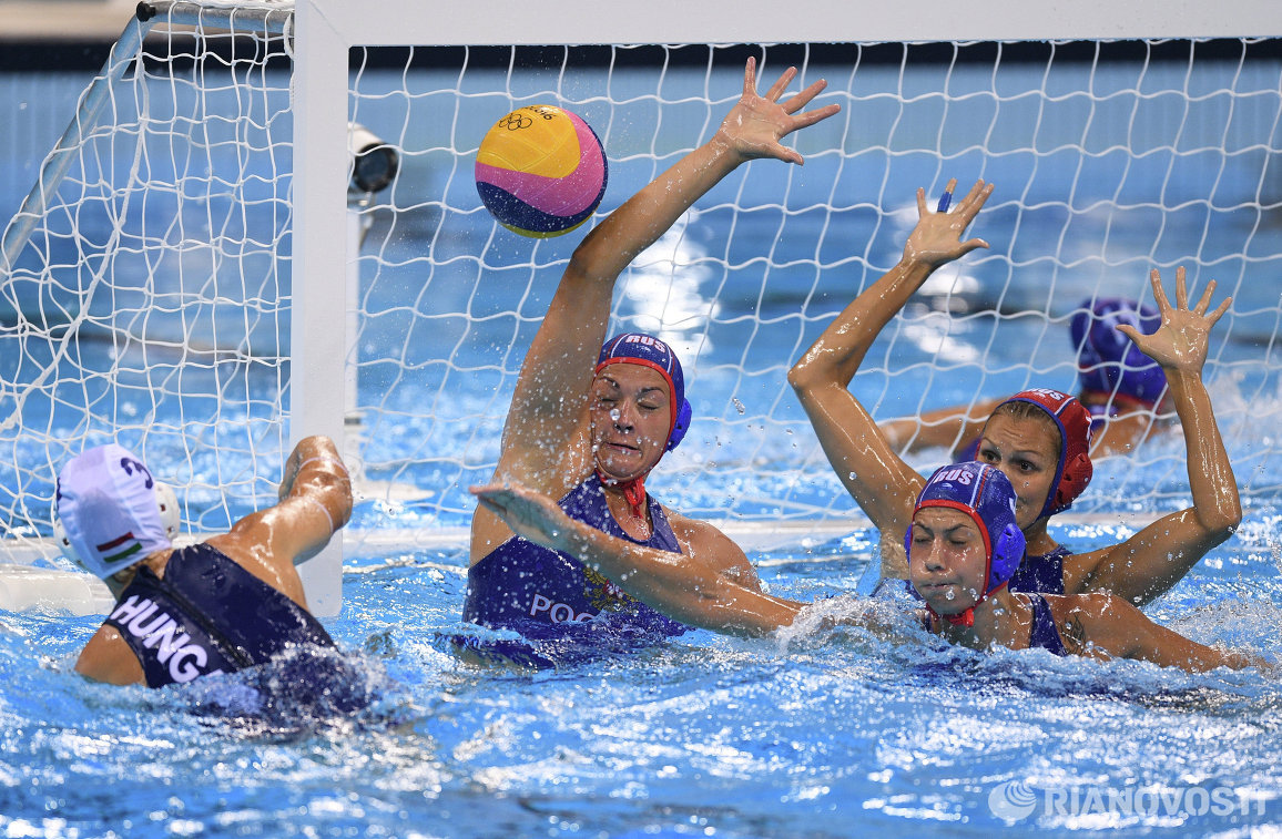 Игровой момент матча летних Олимпийских играх за третье место Венгрия - Россия