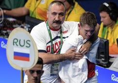 Главный тренер сборной России по боксу Александр Лебзяк и Виталий Дунайцев (справа)