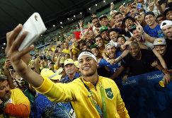 Нападающий сборной Бразилии Неймар после финала Олимпийских игр 2016 года в Рио