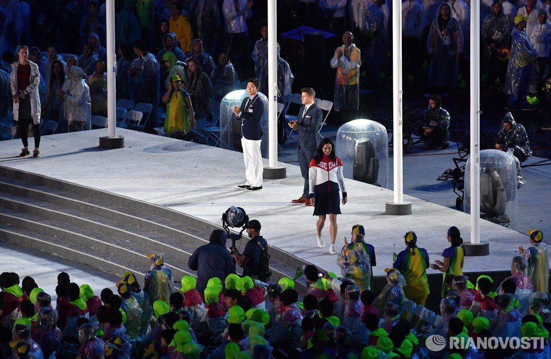 Елена Исинбаева представлена в качестве члена МОК в ходе церемонии закрытия Олимпийских игр 2016 года в Рио-де-Жанейро