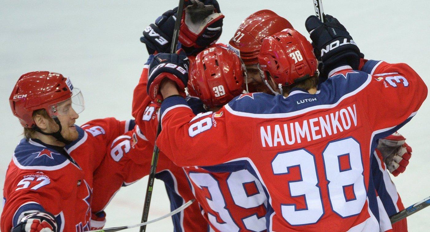 Хоккеисты ЦСКА Григорий Панин, Ян Муршак, Кирилл Петров и Михаил Науменков (слева направо)