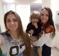 Анна Вяхирева (справа)