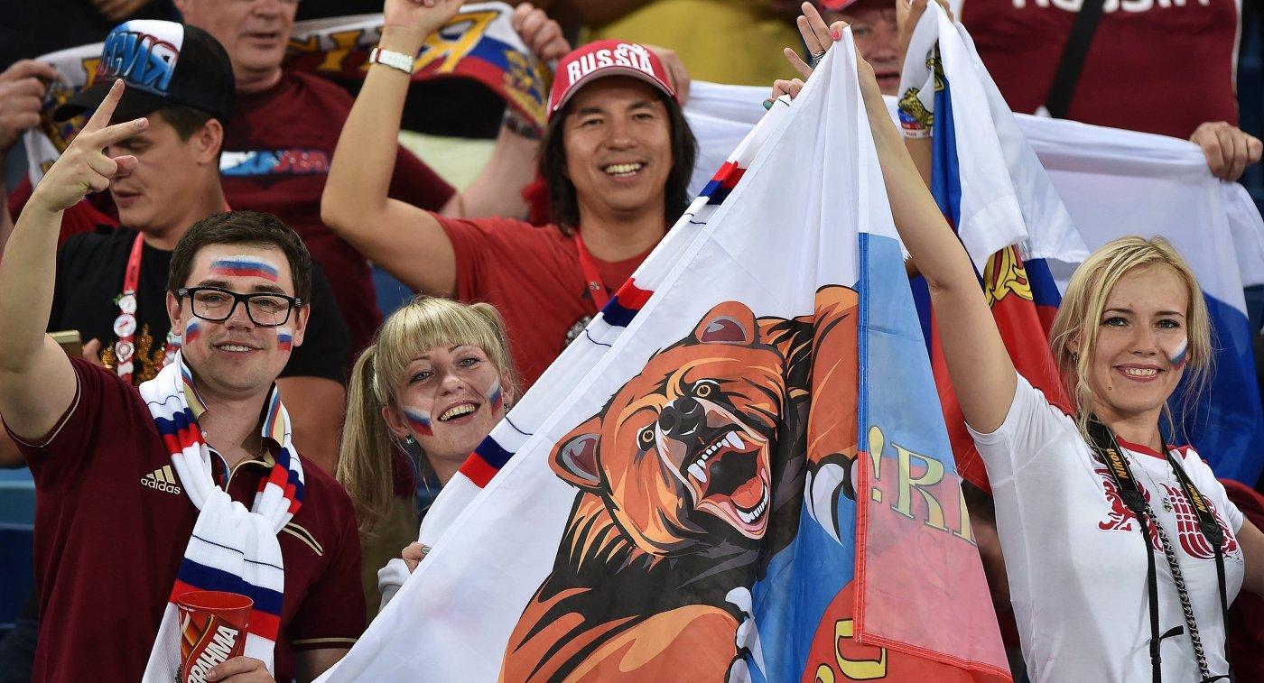 Болельщики сборной России на матче группового этапа чемпионата мира по футболу 2014 между сборными командами России и Южной Кореи.