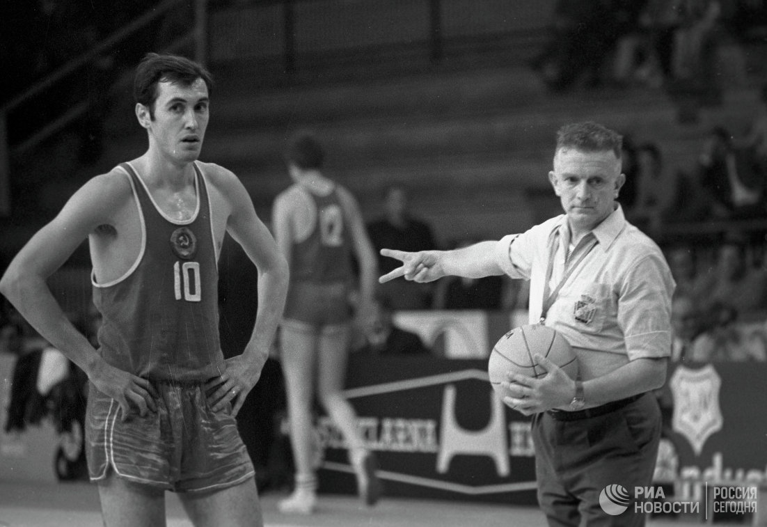 Лучший игрок VI чемпионата мира советский баскетболист Сергей Белов