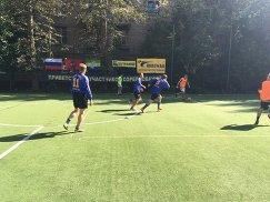 Игровой момент матча в рамках футбольного турнира