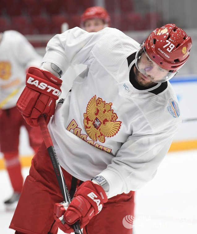 Защитник сборной России по хоккею Андрей Марков