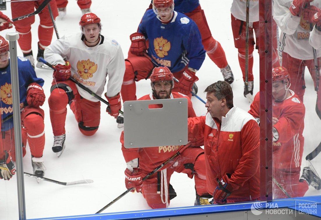 Хоккеисты сборной России во время тренировки