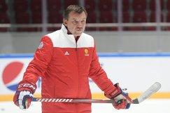 Тренер сборной России по хоккею Олег Знарок