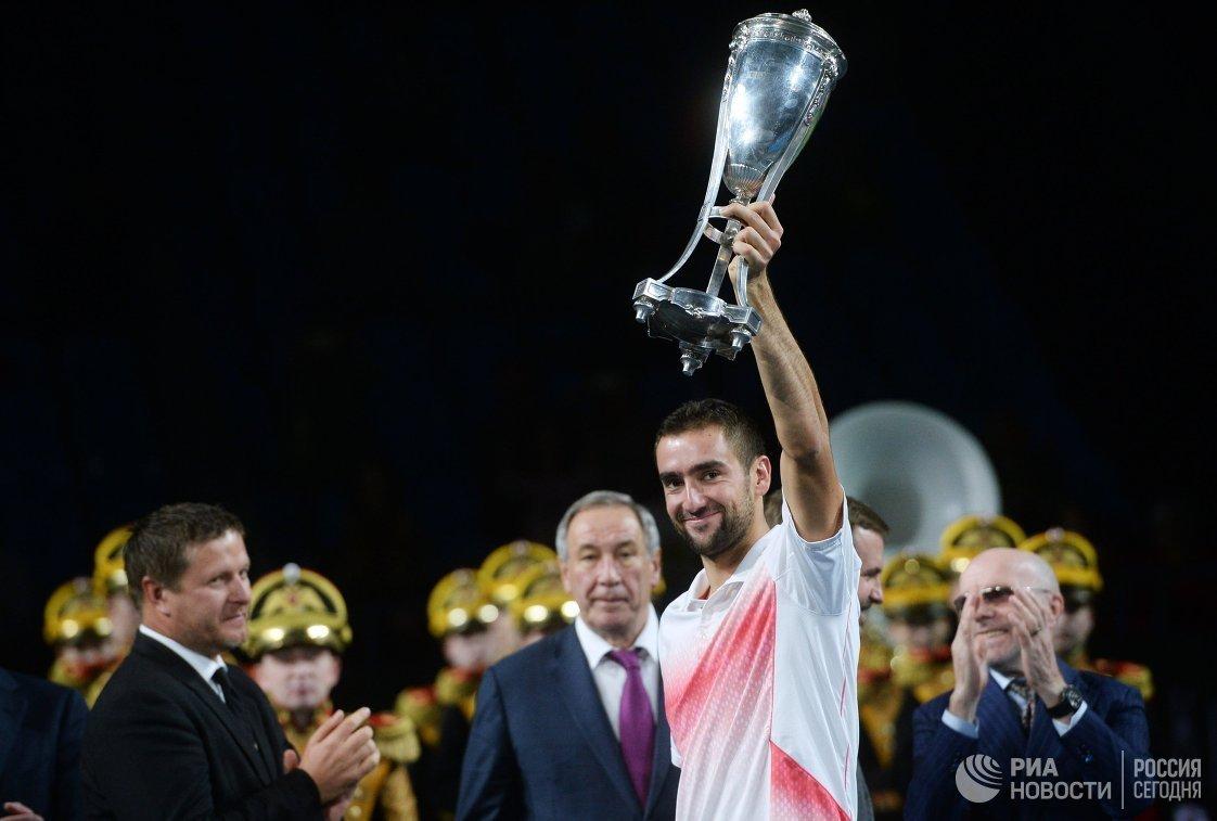 На первом плане Марин Чилич, победивший в одиночном мужском разряде теннисного турнира Кубок Кремля-2015