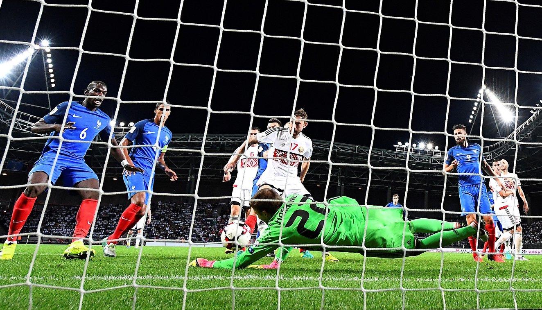 Игровой момент матча европейского отборочного турнира чемпионата мира 2018 года между сборными Белоруссии и Франции