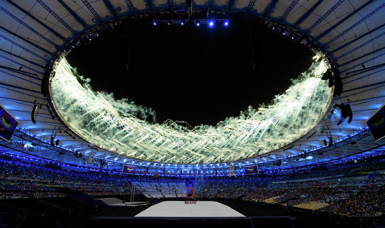 Салют во время церемонии открытия Паралимпийских игр в Рио-де-Жанейро