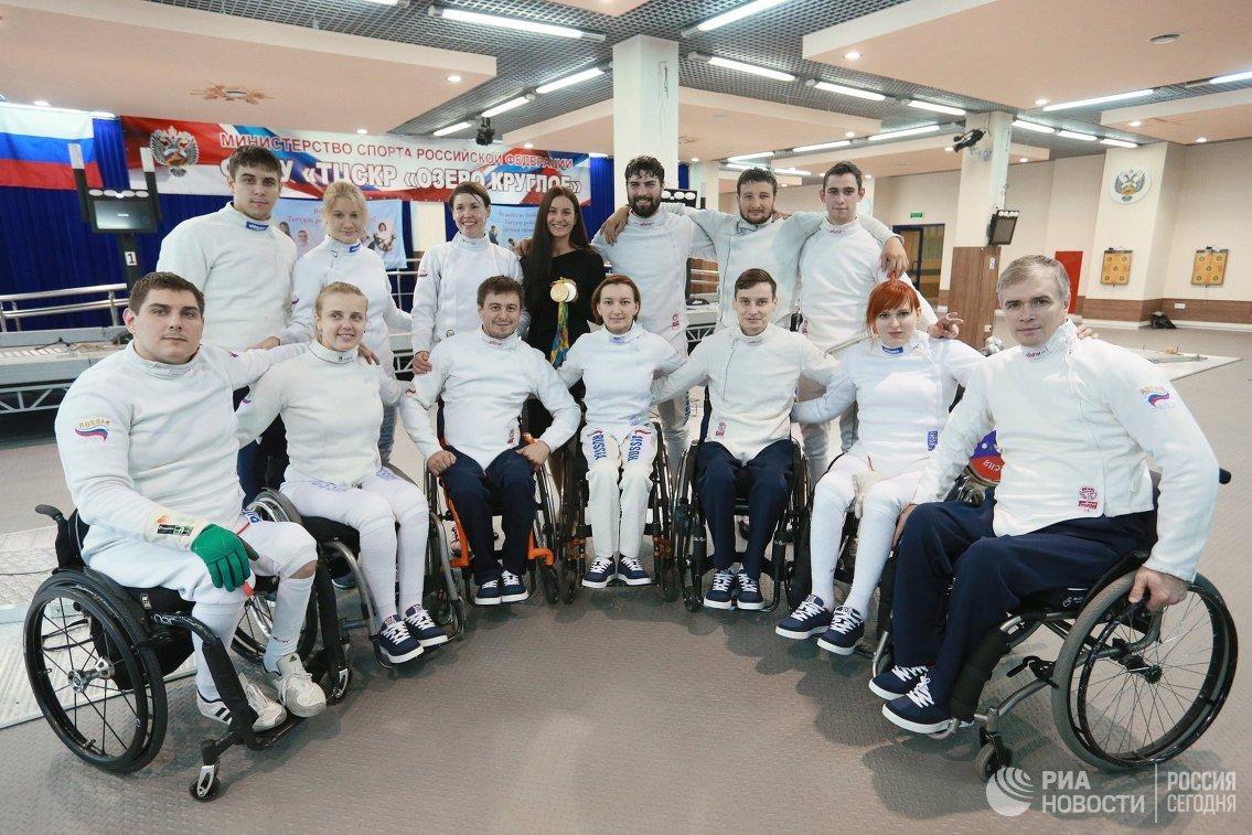 Паралимпийская сборная России по фехтованию и олимпийская чемпионка по фехтованию на саблях Софья Великая