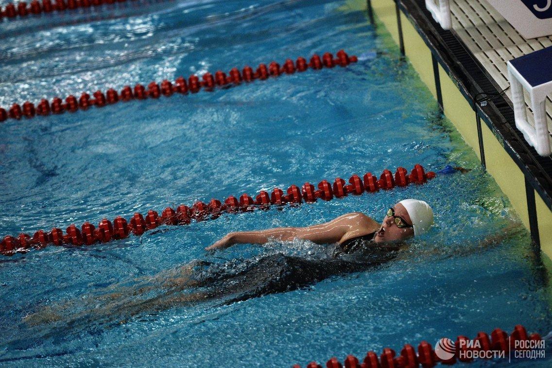 Спортсменка во время заплыва на Всероссийских паралимпийских соревнованиях в олимпийском центре Озеро Круглое