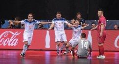 Игроки сборной России по мини-футболу радуются победе в полуфинале Евро-2016 над сербами