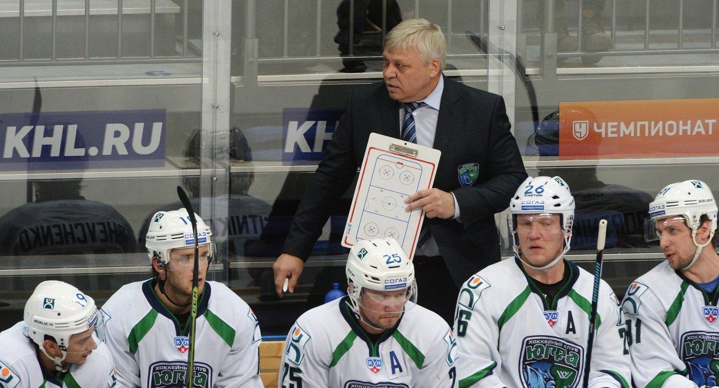 Главный тренер Югры Павел Езовских (сверху)