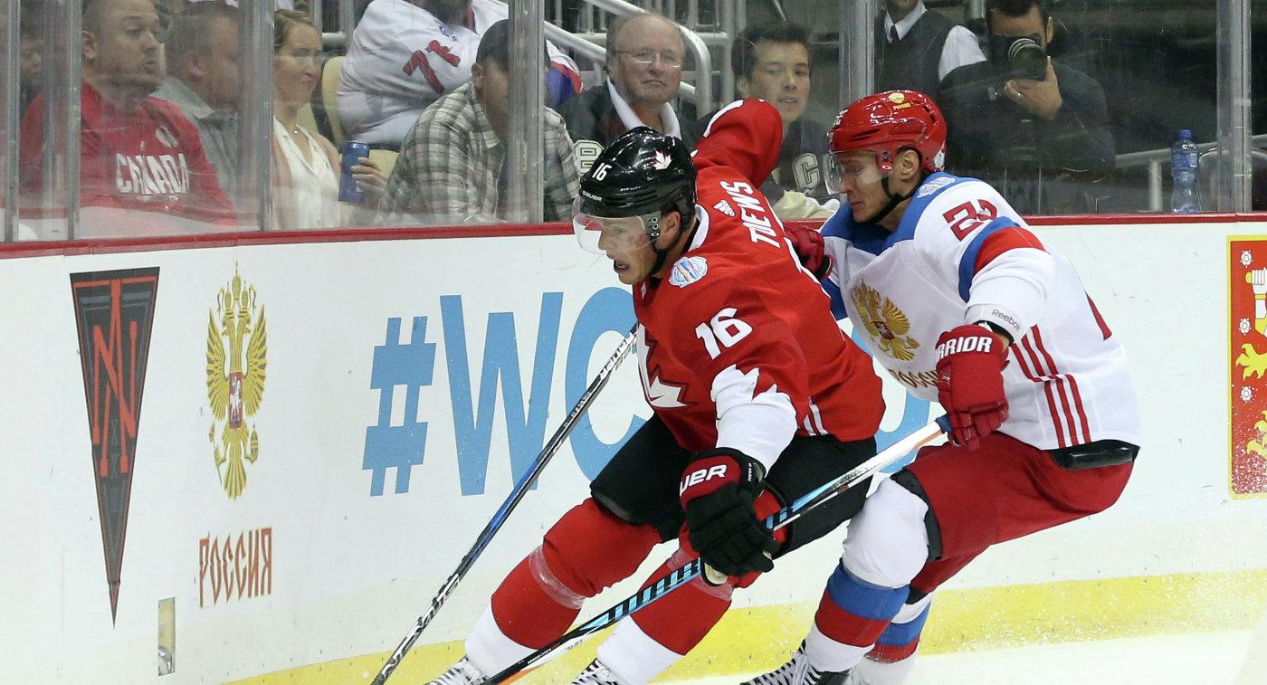 Защитник сборной России Никита Зайцев (справа) и форвард сборной Канады Джонатан Тэйвз
