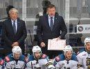 Главный тренер Сочи Вячеслав Буцаев (в центре на втором плане)