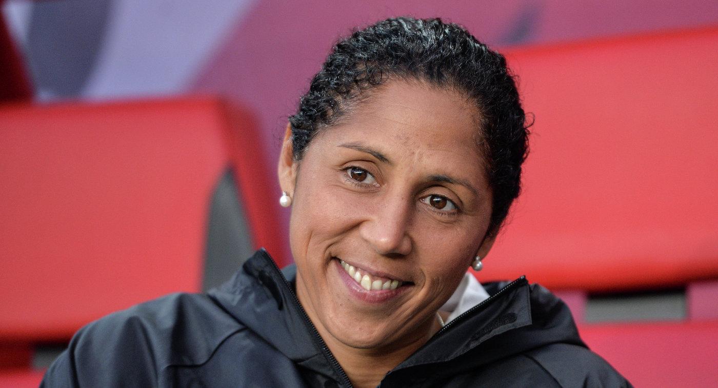 Тренер женской сборной Германии по футболу Штеффи Джонс