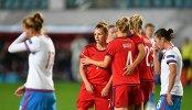 Игроки в матче отборочного турнира чемпионата Европы по футболу среди женщин между сборными командами России и Германии