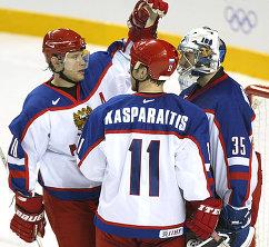 Сборная России по хоккею на Олимпийских играх 2002 года: Павел Буре, Дарюс Каспарайтис и Николай Хабибулин (слева направо)