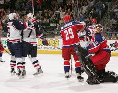 Майк Модано, Кейт Ткачук, Александр Хаванов и Илья Брызгалов (слева направо) в матче Россия - США на Кубке мира по хоккею 2004 года