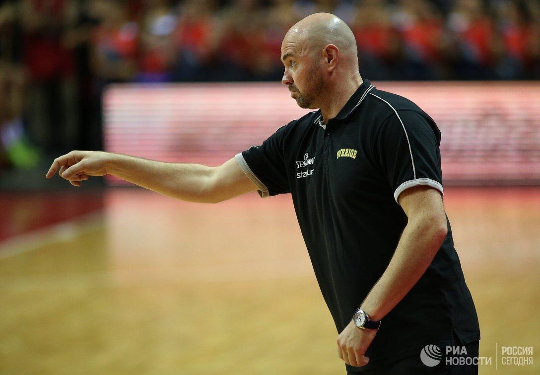 Главный тренер сборной Швеции по баскетболу Брэд Дин