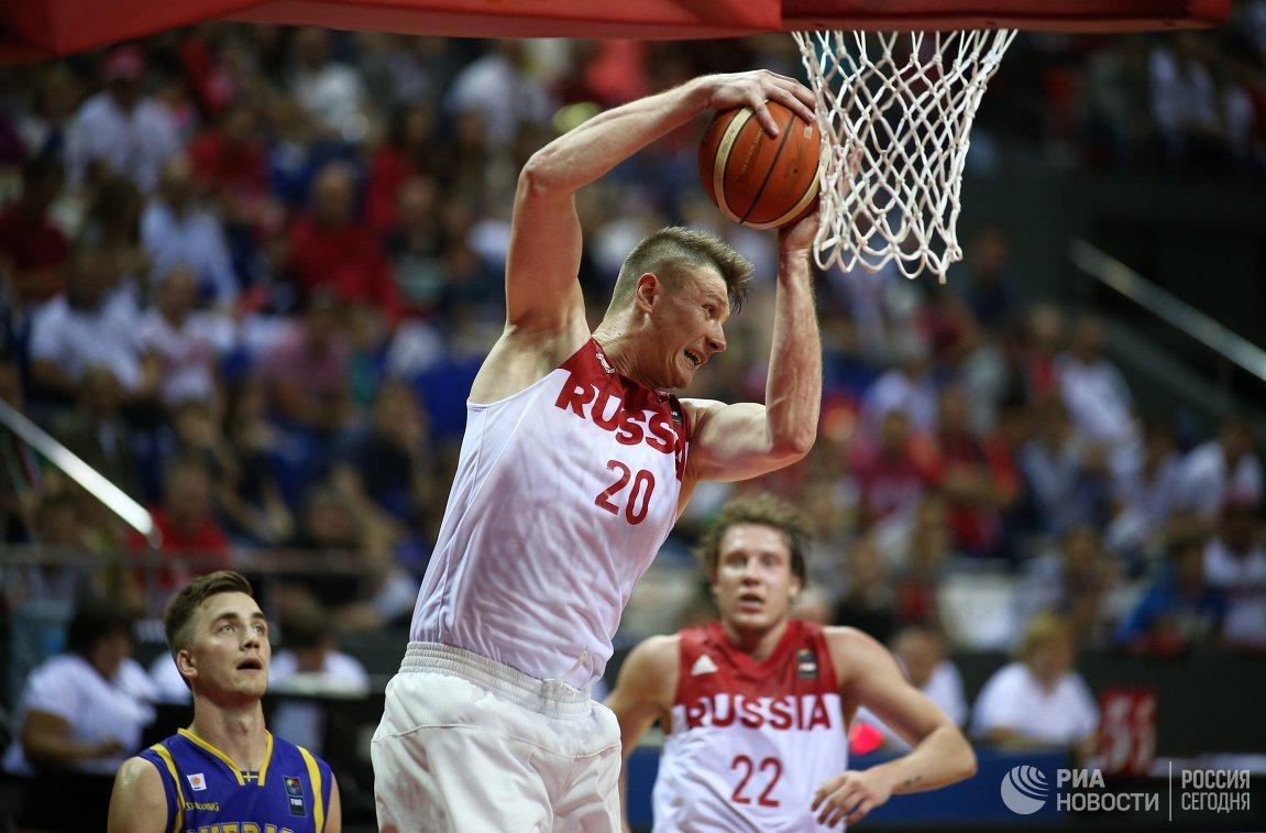 Баскетболисты сборной России Дмитрий Кулагин (справа) и Андрей Воронцевич