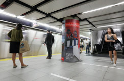 Реклама Кубка мира по хоккею на станции метро в Торонто