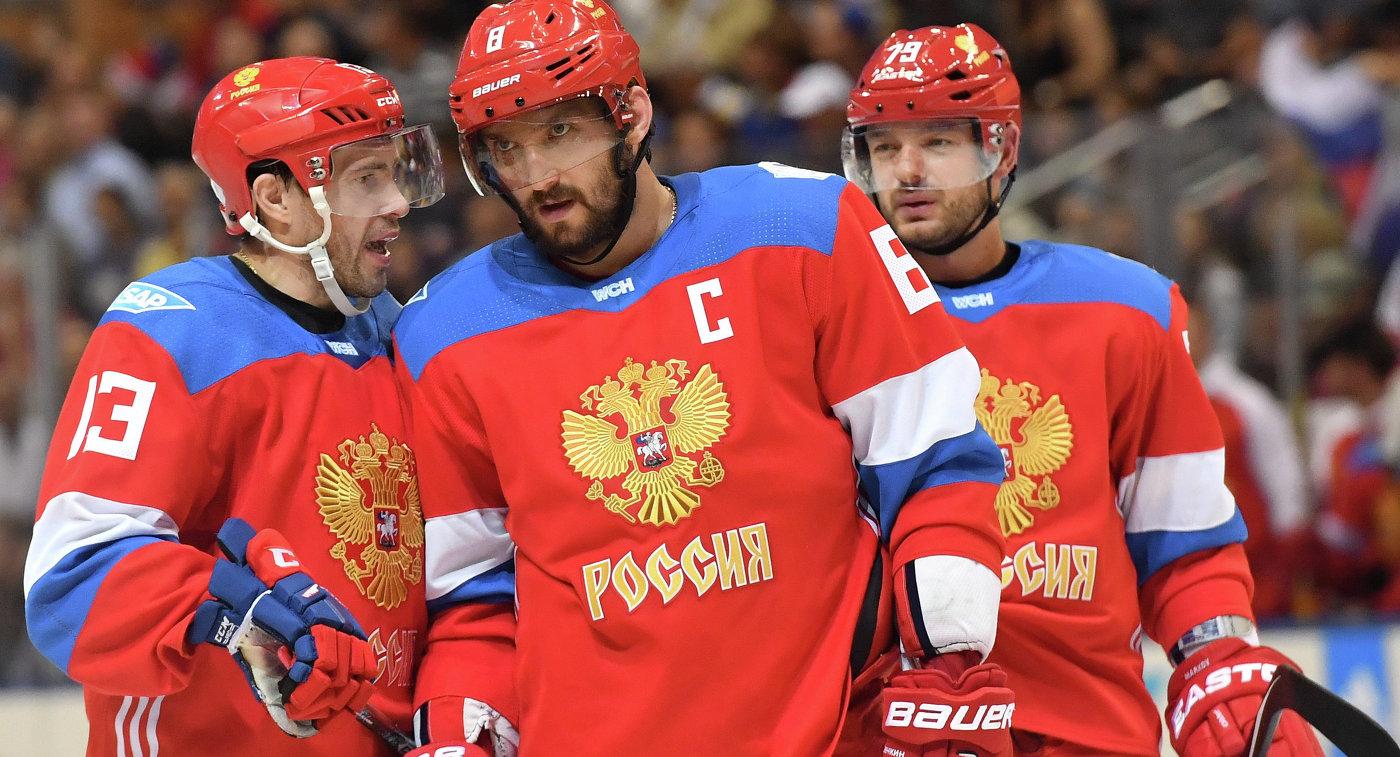 Хоккеисты сборной России Павел Дацюк, Александр Овечкин и Андрей Марков (слева направо)