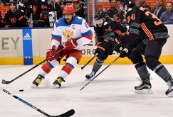 Форвард сборной России Александр Овечкин и хоккеисты сборной Северной Америки U23 Шон Кутюрье и Остон Мэттьюс (слева направо)