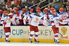 Хоккеисты сборной России Алексей Емелин, Иван Телегин и Владислав Наместников (слева направо)